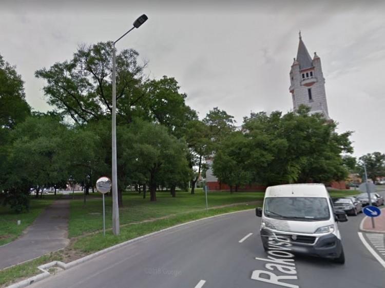 Autóra zuhant rá faág Debrecenben