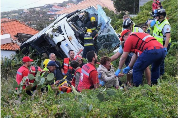 Borzalmas buszbaleset. Szijjártó együttérzését fejezte ki