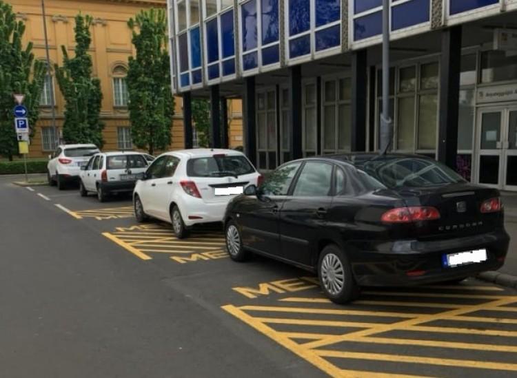 Debrecenben már a mentőket is kitúrják a helyükről