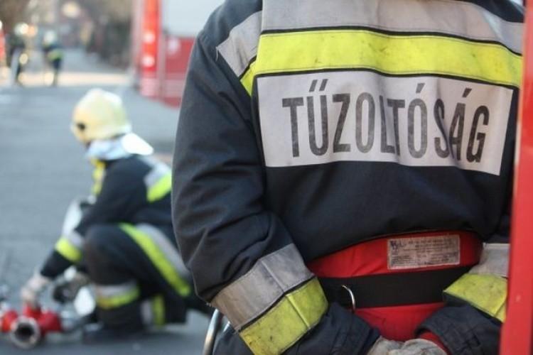 Lángoló autóhoz vonultak a debreceni tűzoltók