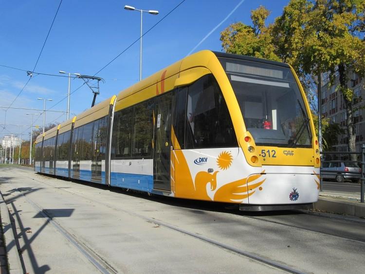 Baleset nehezíti a 2-es villamos közlekedését