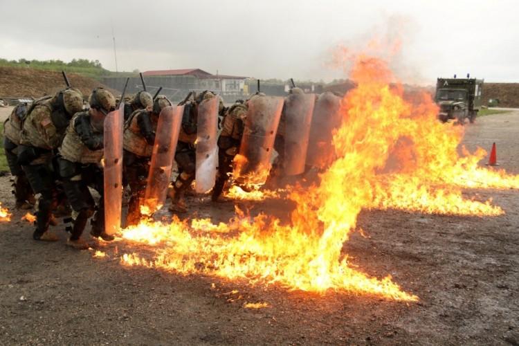 A magyarokat is riasztották a koszovói lövöldözések miatt