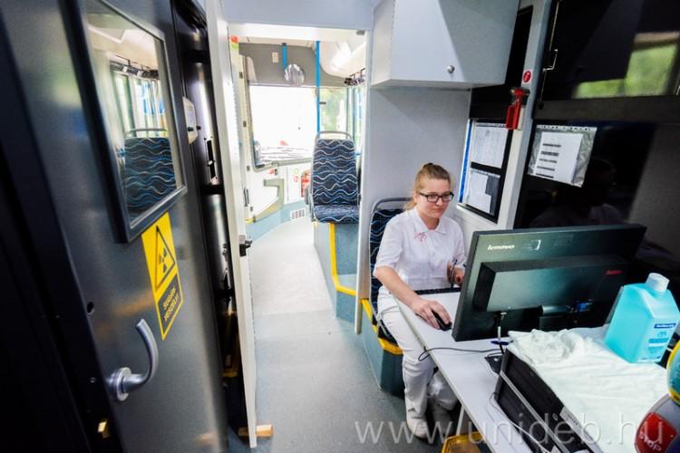 Új tüdőszűrő busz állt szolgálatba Debrecenben