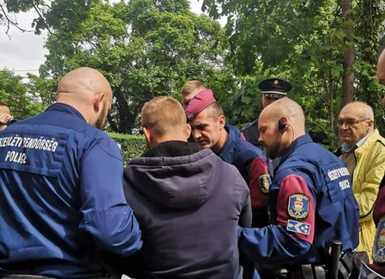 Rendőrök vitték ki Bíró Ica házából a debreceni jobbikost