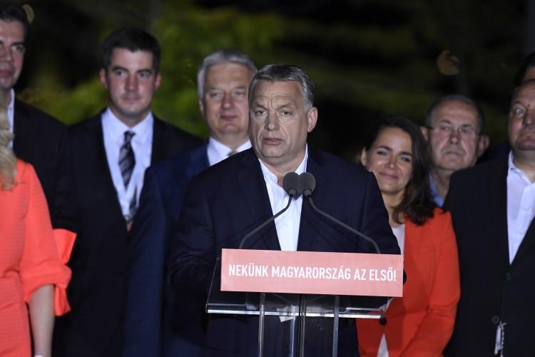 Orbán Viktor: Megbíztak bennünket a magyarok három dologgal – pártvezetői nyilatkozatok