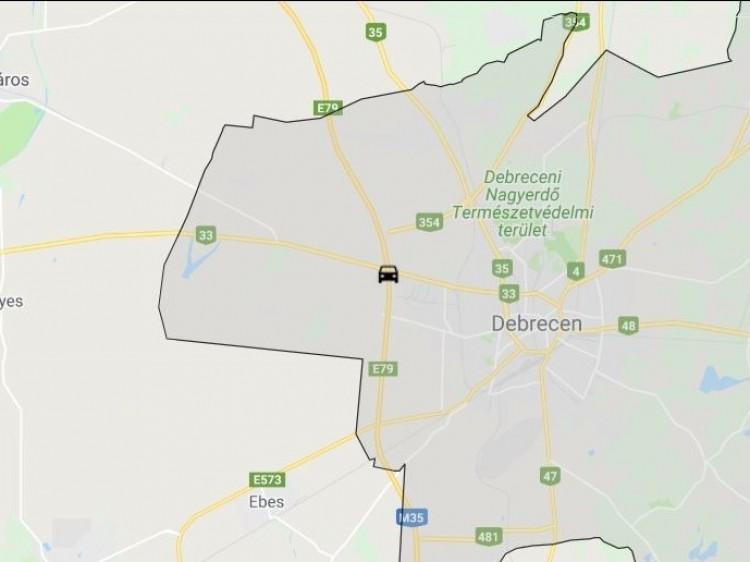 Vegyi anyagot szállító teherautó borult fel Debrecennél