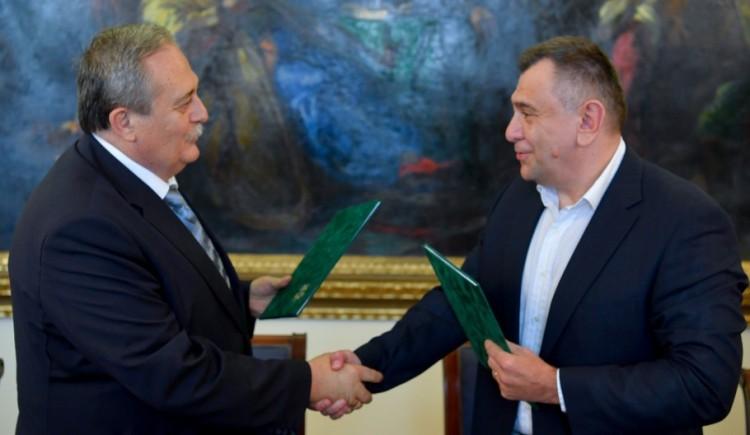 Atomot hasít a Debreceni Egyetem