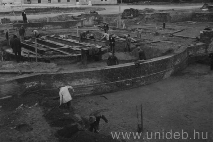 A debreceni tér, ahonnan 85 éve mindenkinek van egy sztorija