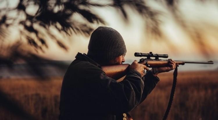 Fegyvereket foglaltak le a nyíracsádi orvvadásztól