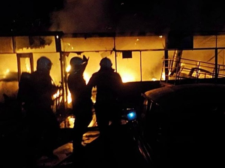 Hárman vesztették életüket tűzben, hat embert kimentettek