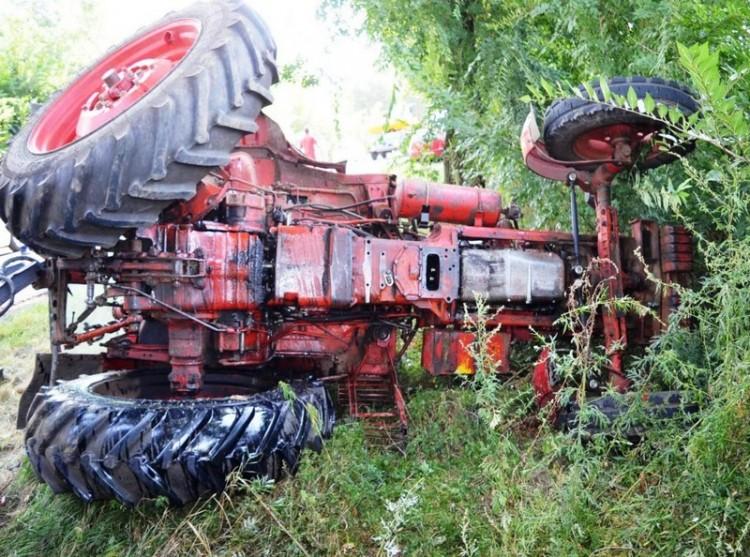 Nő okozta a traktor borulását Balmazújvárosnál