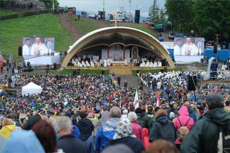 Püspököket avatott boldoggá Ferenc pápa Romániában