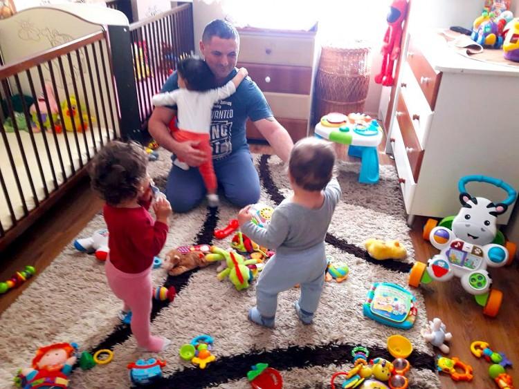 Elhagyott gyermekek pótpapája a debreceni tűzoltó