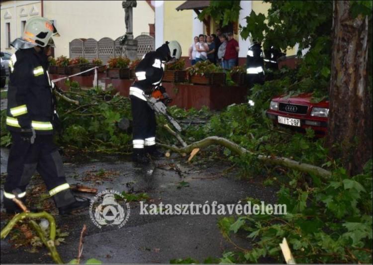 A vihar másnapján is mentettek a hajdú-bihari tűzoltók