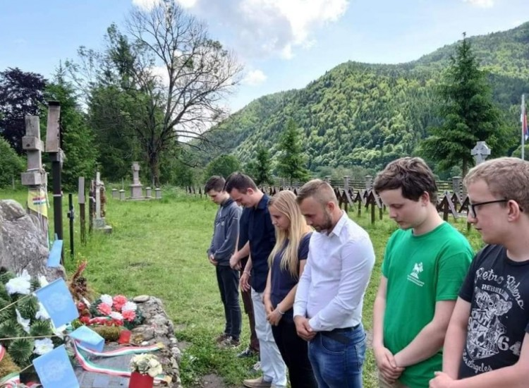 Debreceni politikus ment az úzvölgyi temetőbe, hogy megmutassa a románoknak