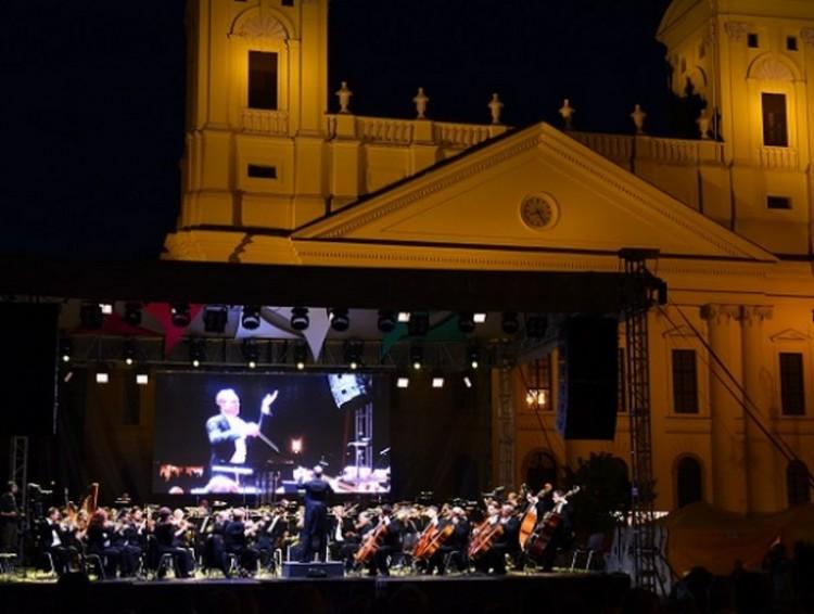 Ingyenkoncert Debrecenben. Nem csak az úri közönségnek...