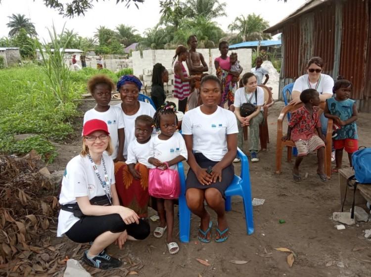Törékeny testalkatú debreceni hölgy vállalt nehéz munkát Afrikában