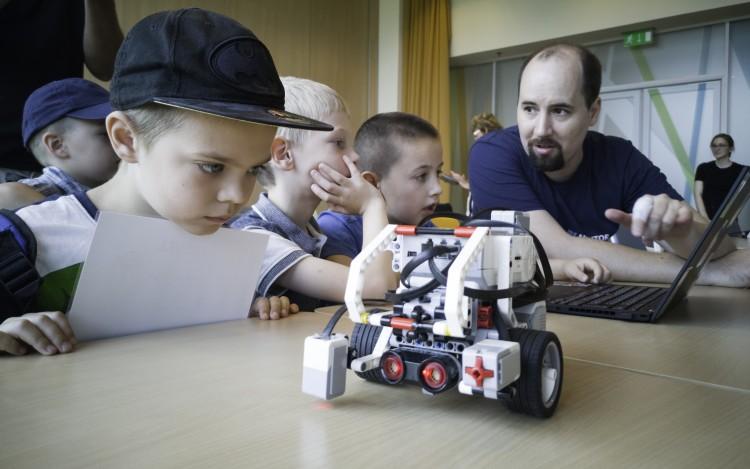 Ovisok robotika-tárlatának adott otthont az NI
