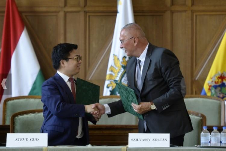 Kína befektet a Debreceni Egyetembe, és fordítva!