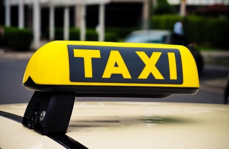 Letöltendőt kérnek a debreceni taxist megütő férfira