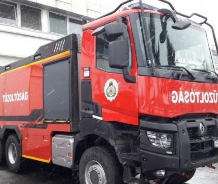 Tűzoltók mentették ki a sofőrt Hajdúszovátnál