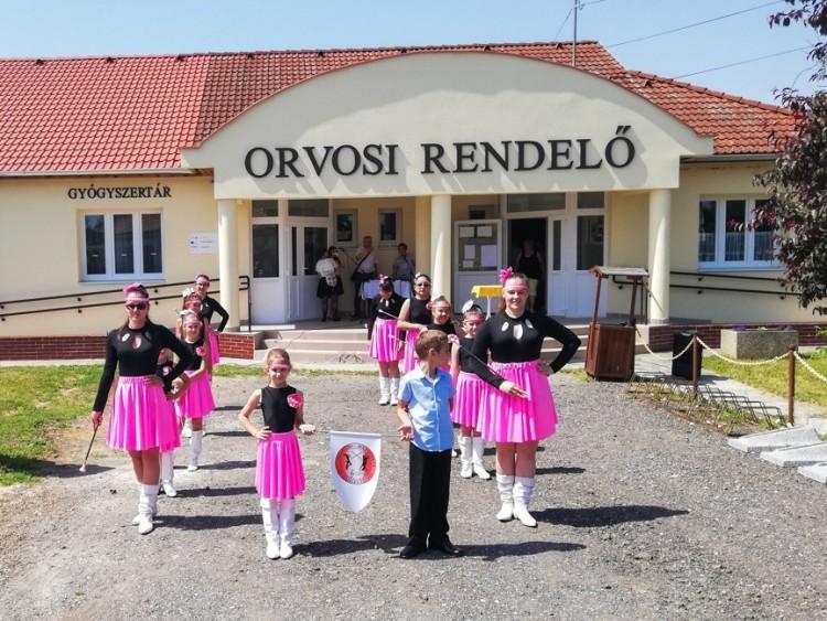 A rendelő és az iskola is megújult Újtikoson