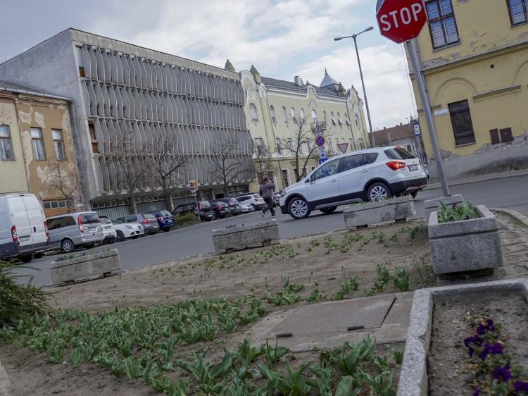 Augusztusra már nem készül el a Dósa nádor tér átépítése
