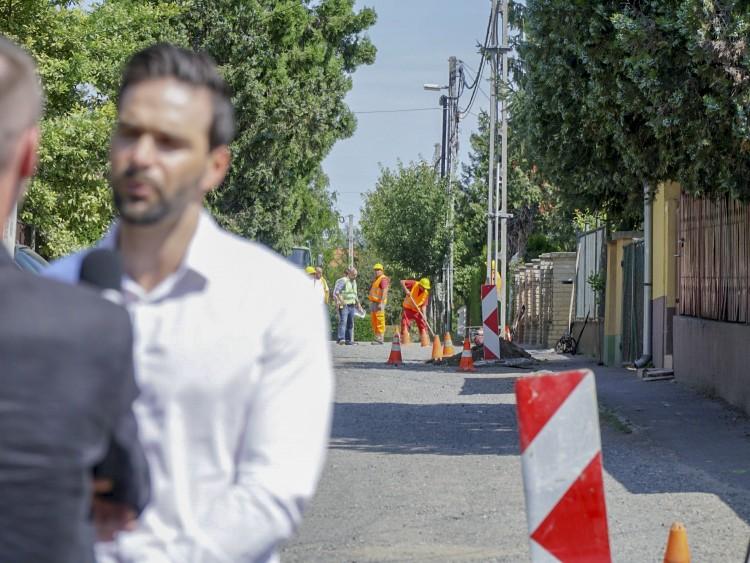 Négy ingatlantulajdonos elég, hogy megőrjítse az utcát