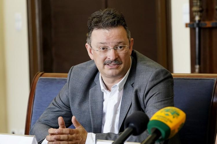 Bács Zoltán kancellár az egyetemi modellváltásról