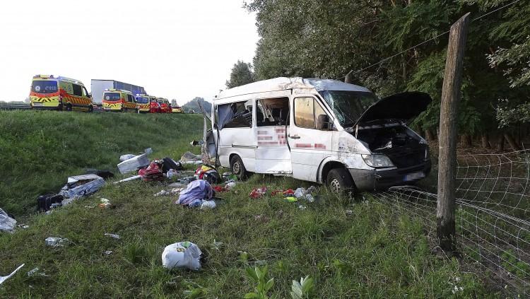Tíz sérültje van a Bács-Kiskun megyei buszbalesetnek