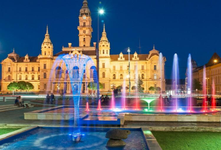 A szökőkútban szexelő magyar pár börtönbe is kerülhet