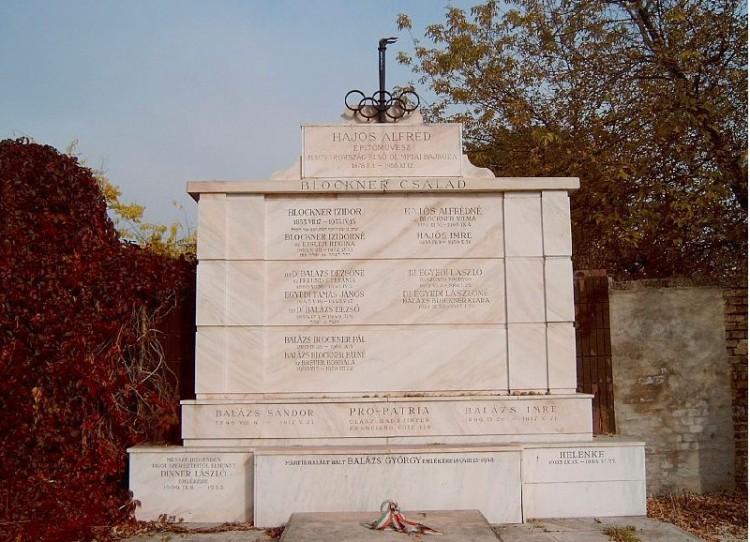 Helyreállítják a debreceni Aranybika szálló tervezőjének sírját