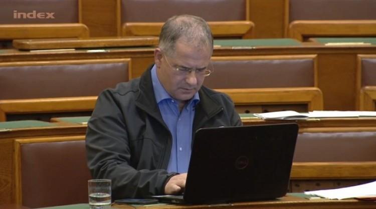 Átment Kósa Lajos törvénye a parlamenten