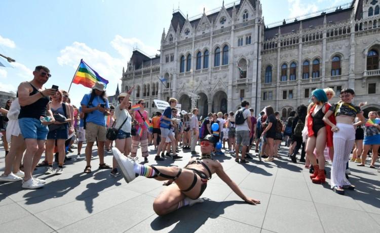 Az LMBTQ-felvonulás után is áll a balhé