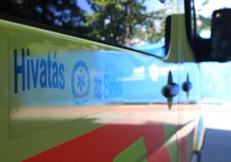 Mentőautó ütközött a Dunántúlon: halott is van