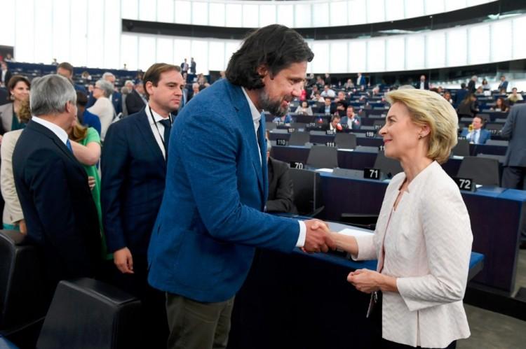 Az EU új főnökasszonya megértést szorgalmaz Magyarország iránt. Az MSZP-s tombol!