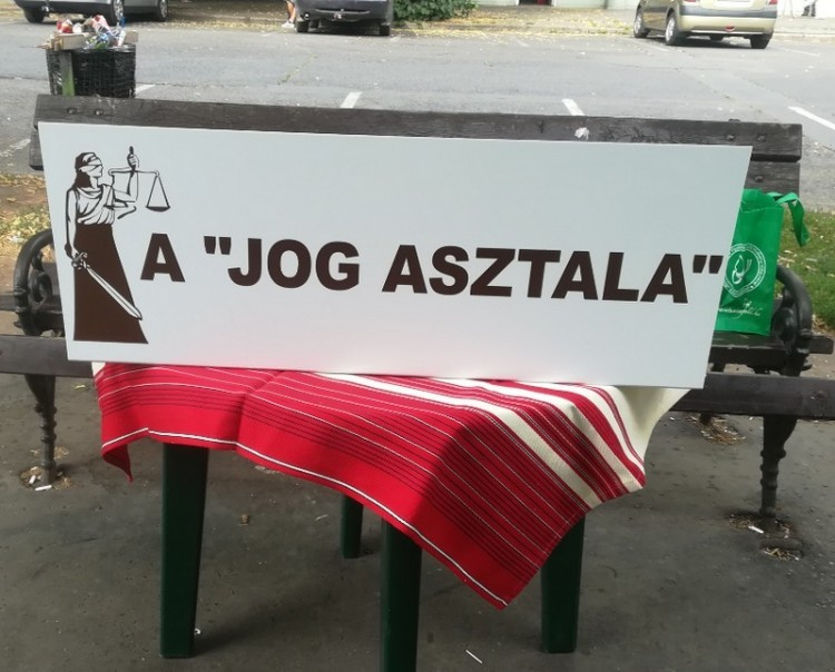 Ismét utcajogász segít Debrecenben