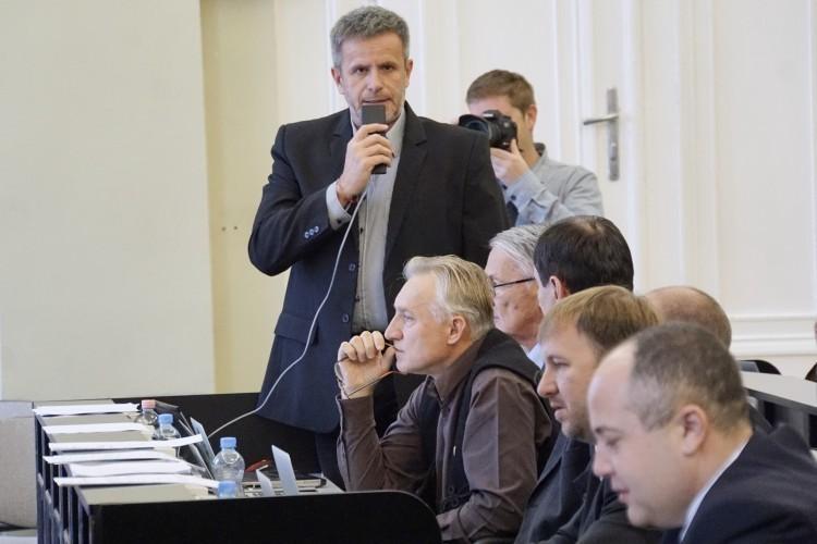 Etikai kódex, ide? A DK-s Varga Zoltán máris belegázolt az ellenzékbe