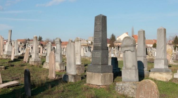A holokauszt áldozataira emlékeznek a debreceni zsidók