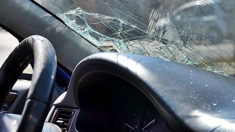 Autó és nyerges vontató ütközött a 4-esen