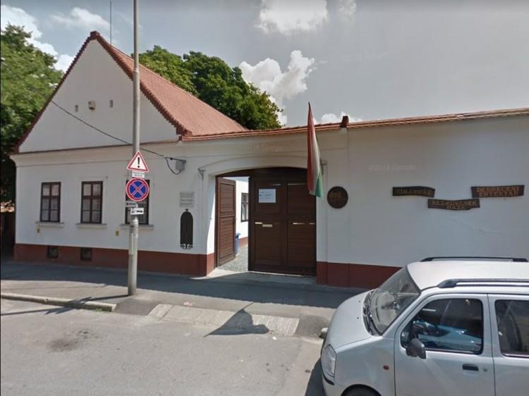 Tímárház: egy budapesti cég elvitte a munkát a helyiek orra elől