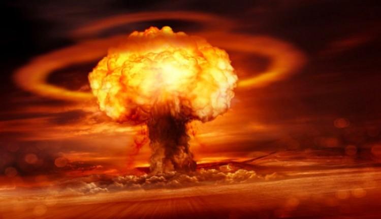Trump tagadja, hogy atomot akart bevetni a hurrikánok ellen