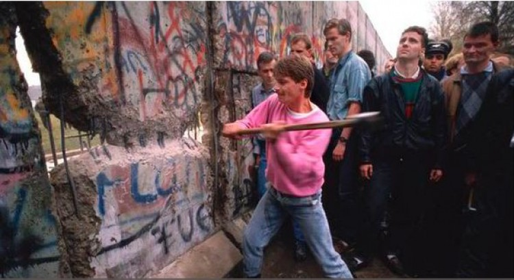 A debreceniek így járultak hozzá a berlini fal ledöntéséhez