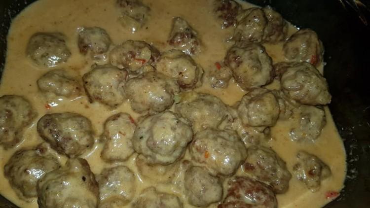 Recept: húsgombóc mártásban, tésztával