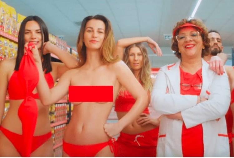 Letiltották a CBA bikinis szexbombáit