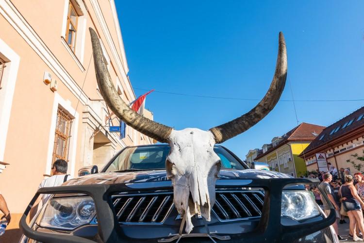 Elfoglalták Hajdúböszörményt a traktorosok – FOTÓK
