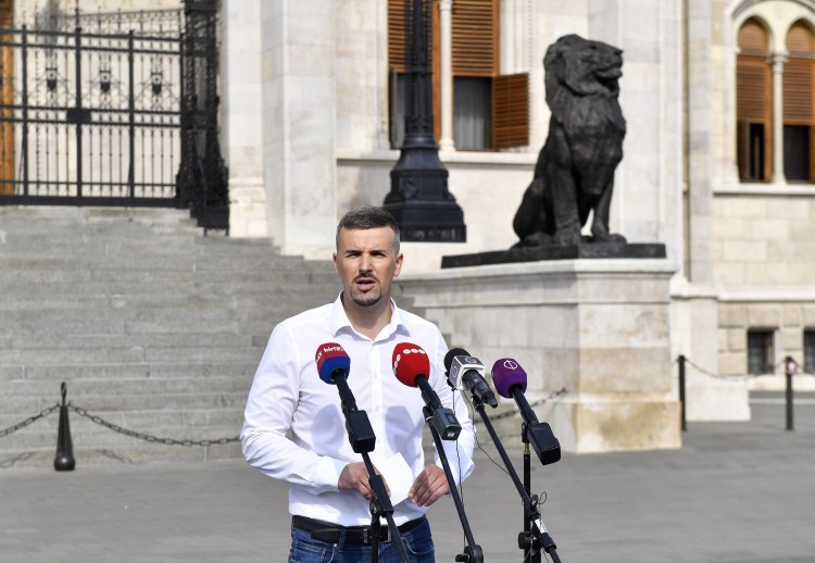 A Jobbik ígéri, a tisztesség csendőrei lesznek