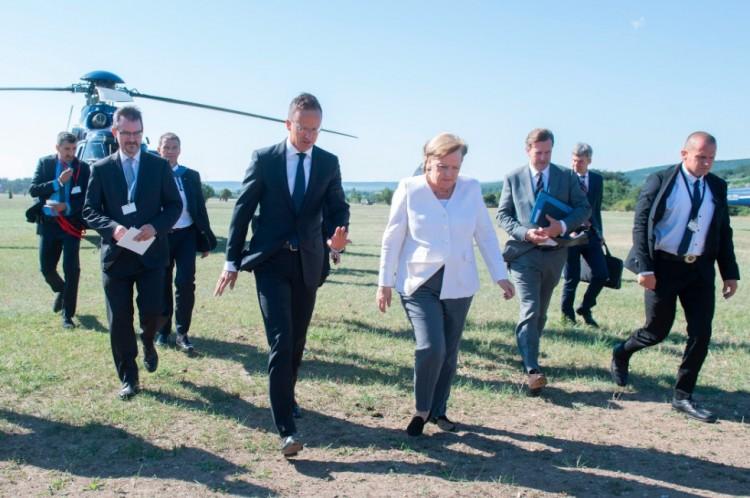 Angela Merkel világraszóló eseménynek nevezte a debreceni kezdeményezést
