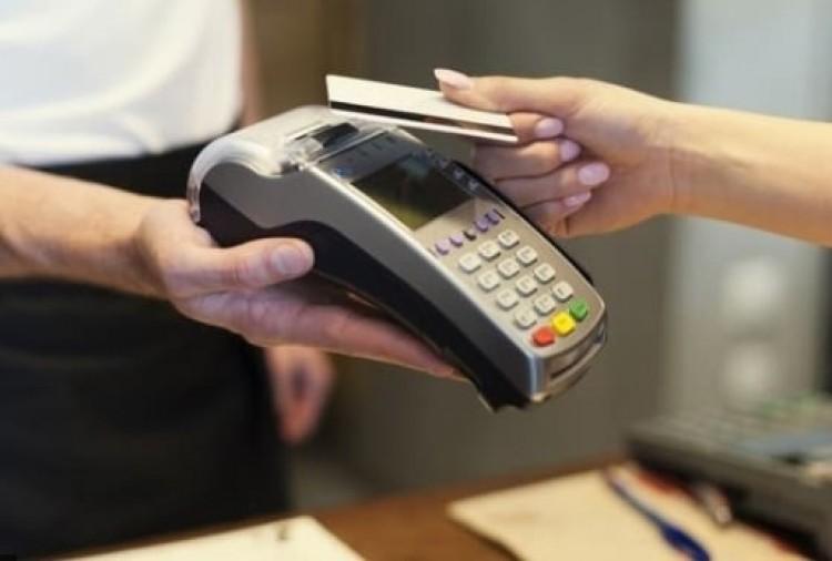 Rendszeresen vásárolt elhagyott bankkártyával Debrecenben