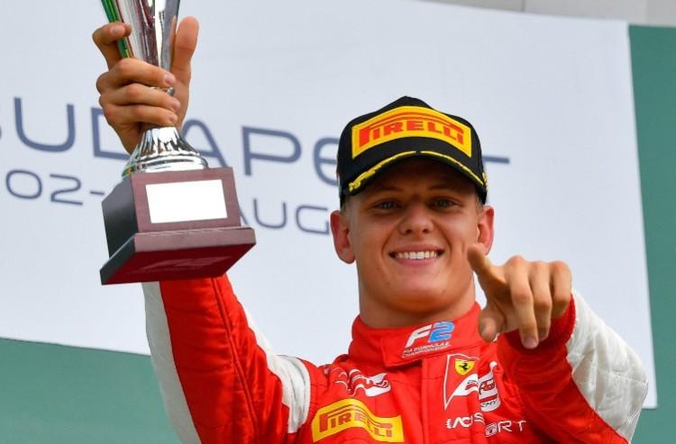 Schumacher nyert a Hungaroringen